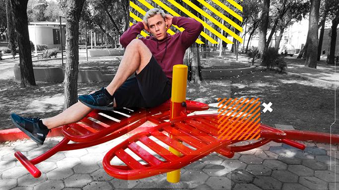 Persona ejercitándose en parque